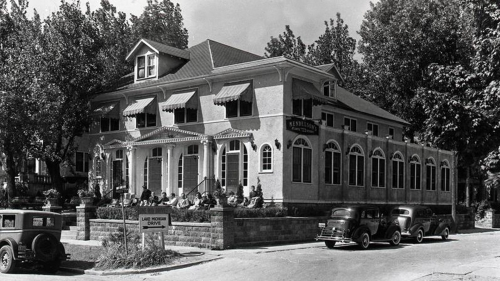 Mendelsons Resort on the southwest corner of Avery St and North Shore Drive Circa 1930s Historical Association of South Haven